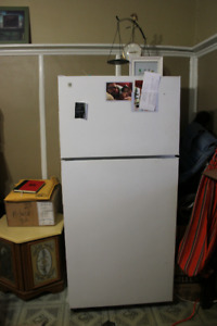 frigo avec congelateur / fridge with freezer (refrigerator)
