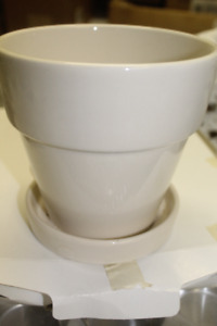 New Plant Pot with Drainage Saucer & Sturdy Quality Garden Tool
