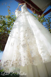 Wedding dress been used only once and it looks like brand new