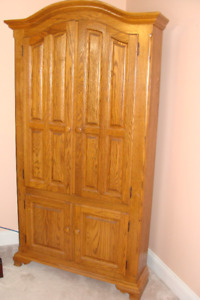 REDUCED - SOLID OAK CORNER ENTERTAINMENT ARMOIRE