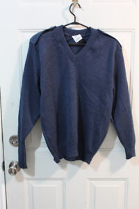 Men's Royal Canadian Air Force Sky Blue V-Neck Sweater (size L)