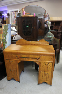 Waterfall Vanity - Excellent Condition $125