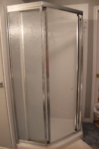 Shower stall and shower head
