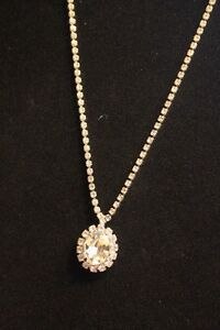 Vintage Ladies Costume Necklace. London Ontario image 3