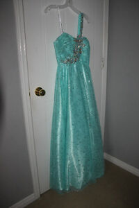 Prom Dress for sale/Robe de bal a vendre