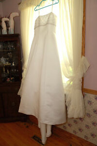 Good used condition wedding dress size 10