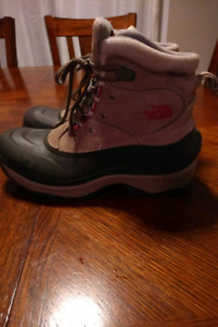 Women's North Face Winter Boots Size 9.5