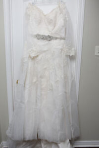 Size 14/16 Lace white embellished wedding dress- mint condition