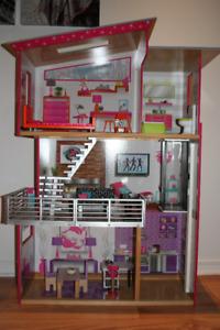 Maison de barbie - voiture et plusieurs accessoires
