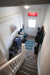 GIANT 6 BED DOWNTOWN CENTURY STUDENT HOUSE $2,100 ++ Peterborough Peterborough Area image 3