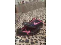 SIZE 5 BLACK & PINK NIKE TRAINERS