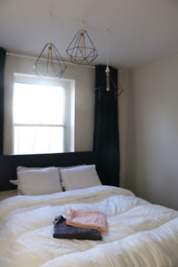 A sunny bedroom 10 mins from downtown