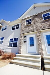 Beautiful 3 Bdr, 2 liv room, 2 bath Townhouse For Rent