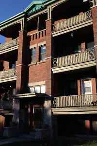 One Bedroom Apartment in Central Hamilton near mountain stairs