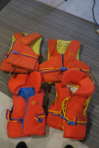 4 Lifejackets (2 Adults / 2 Child)