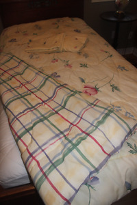 Reversible TWIN COMFORTER with Matching Pillow Sham