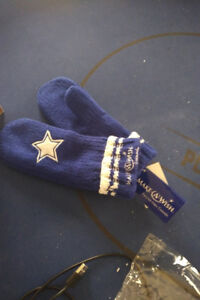 BRAND NEW Dallas Cowboys Mitts Gloves