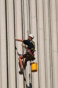 PROFESSIONAL WINDOW CLEANING AT REASONABLE PRICES