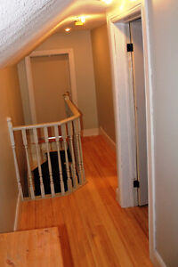 Fully Renovated 3 Bedroom House in the vicinity of McBurney Park Kingston Kingston Area image 3