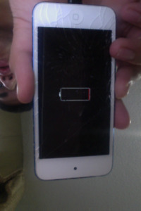 Selling Ipod 6 for parts O.B.O