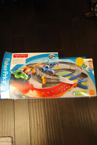 ***Fisher Price Shake 'n Go Spinout Speedway***