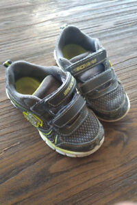 Sketchers toddler sneakers size 9