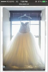 Vera Wang White Ball Gown Wedding Dress