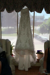 **LOOKING FOR THIS WEDDING DRESS**