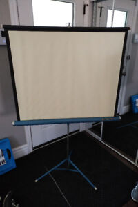 Pull up projector screen tripod for sale