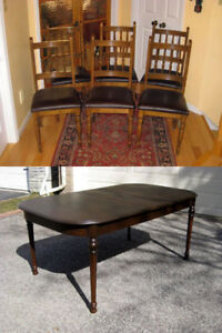 Refinished Vintage Oak Wood Dining Room Table. Great Chairs