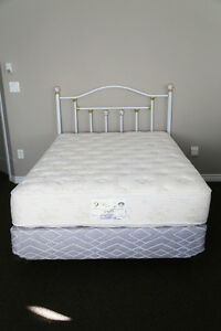 BEAUTIFUL DOUBLE SIMMONS BEAUTIREST BED