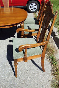 Large Wooden Dining Room Table & Six Chairs Kitchener / Waterloo Kitchener Area image 4