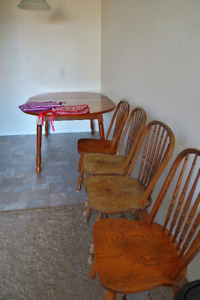 Kitched table (adjustable in size) + 2 chairs