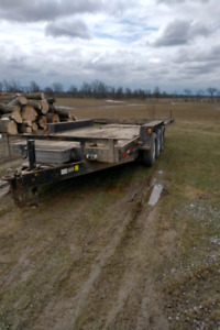 Tri-axle tilt and load trailer