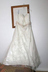 FOR SALE WEDDING DRESS :) St. John's Newfoundland image 3