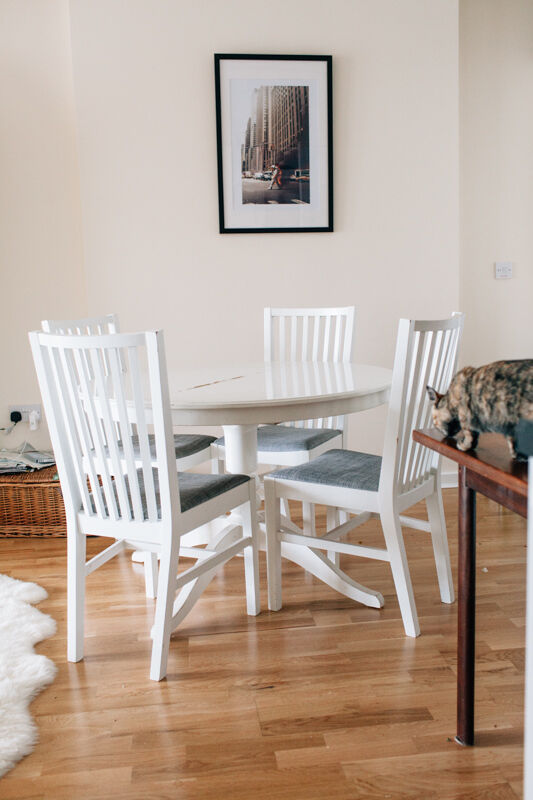 White round ikea extending dining table and matching - Table blanche ronde ikea ...