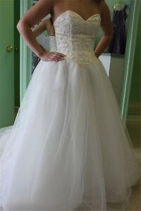 SPECIALIZED IN WEDDING DRESSES.Southwood,Calgary,403-456-0780
