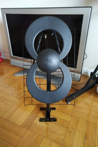 ClearStream 2V Indoor/Outdoor HDTV Antenna with Mount - 60 Mile