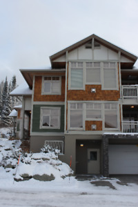 2 bdrm ski in/out condo with hot tub in the heart of Sun Peaks
