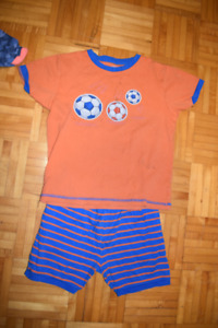 Lot de pyjamas garcon 7 ans/pajamas boy 7 years