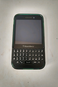 Like New Fido BlackBerry Q5 with Case