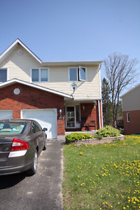 Spectacular 3 bed, 2 bath town home in Petawawa