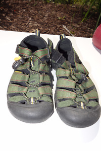 Keen youth sandals shoes in green color, size 1