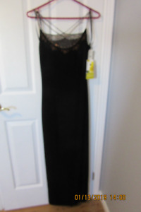 Size 4 - Long dress  $ 25.00 (never worn - pd $ 289.00)