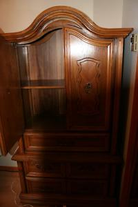 Très beau bureau avec miroir avec un chiffonnier en bois massif.