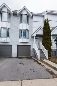 3 Storey Townhouse Condo walking distance to all amenities!