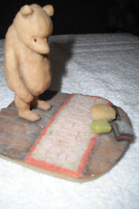"""Classic """"Winnie the Pooh"""" collectible"""