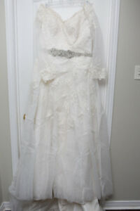 Size 14/16 Lace Embellished Wedding Dress- Mint Condition