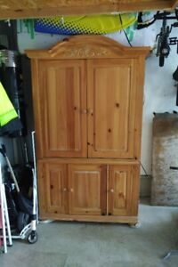 BROYHILL Armoire TV Unit
