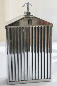 Collectable Rolls Royce Radiator Shaped Decanter c. 1960-1970